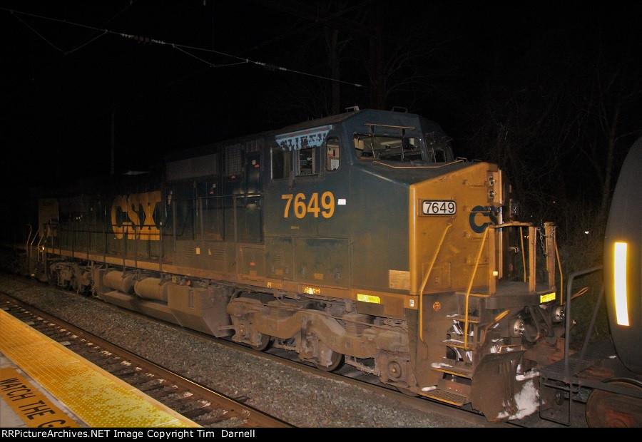 CSX 7649 on Q300